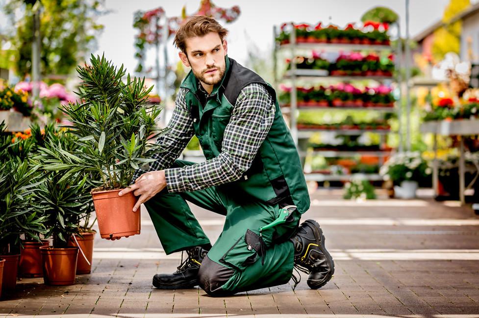 Gartenarbeit-im-Fruehlingsstart